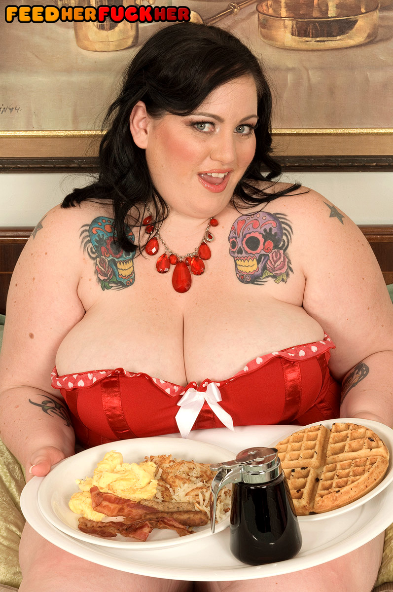 Dark haired SSBBW Glory Foxxx downs a giant breakfast previous to slurping and banging a cock