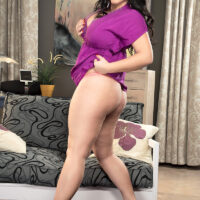 dark haired fatty Juliana Simms releases her huge boobies prior to taking a nipple in her mouth