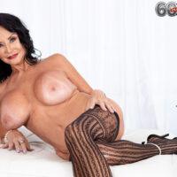 Granny pornostar Rita Daniels frees her huge titties before slurping and jerking a dildo
