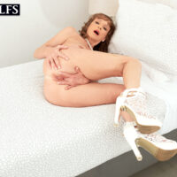 Middle-aged gal Cyndi Sinclair finger spreads her honeypot after stripping naked