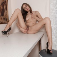 First timer stunner Victoria takes off her clothes and high-heels before massaging her cunny