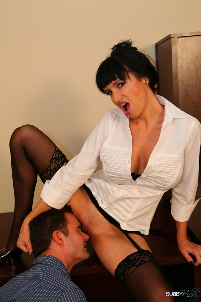 Angie Noir spreads her stocking adorned legs for gash munching from a sissy boy