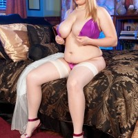 BIG SEXY WOMAN Destiny Rose bares her amazing titties from a bra garbed a g-string and pantyhose