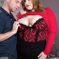 BIG BEAUTIFUL WOMAN adult film star Big-boobed Emma gets around to giving a blow job after being stripped