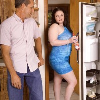 BIG BEAUTIFUL WOMAN XXX film starlet Monique L'Amour hooter screwing and munching penis in kitchen before sex