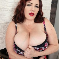 BIG HOT WOMAN Roxee Robinson reveals her monster melons from her dress and melon-holder