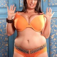 BIG HOT WOMAN solo model Arianna Sinn teases her swell nips after unsheathing her titties