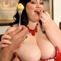 Big jugged SSBBW Glory Foxxx slurping penis while eating breakfast in bed