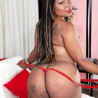 Ebony MILF Diamond Monroe exposes her tatted wearing giant derriere