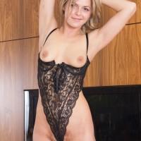 Ash-blonde amateur Ayda doffs black lingerie before touting her wooly cooch