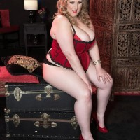 Blonde BIG BEAUTIFUL WOMAN Amiee Roberts plays with her monster-sized knockers after pulling them out