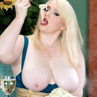 Light-haired BIG HOT LADY X-rated starlet Dawn Davenport stroking sausage while gobbling food and masturbating