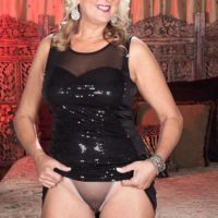 Platinum-blonde cougar Dallas Matthews has her vag blown after seducing a younger stud