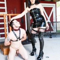 Black-haired mistress Sarah Dice has her sub husband worship her butt and muff