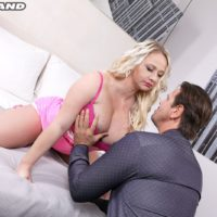 Huge-chested golden-haired Bambi Bella interchanges oral jobs with her guy before sexual intercourse