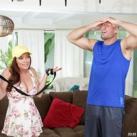 Big-titted MILF Diamond Foxxx has her hair pulled while getting ass-cheeks screwed on a rug