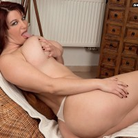 Chubby stunner Vanessa Y. vaunting giant butt before extracting monster-sized funbags