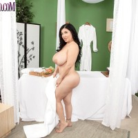 Fatty brunette MILF Daylene Rio getting fucked by massagist on massage table
