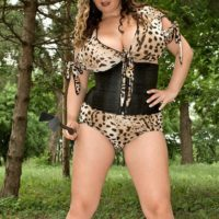 Chubber Domina Jana letting giant all natural funbags free outdoors in the park