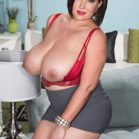 Curvaceous brown-haired MILF Paige Turner baring big natural melons from boulder-holder