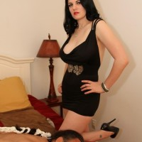 Brunette gf Shae Fatale hog binds her masculine before stripping to her lingerie and high-heels