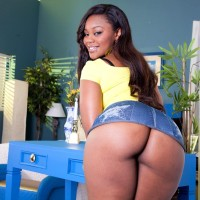 Ebony MILF Nina Rotti reveals her massive ass while seducing her milky lover