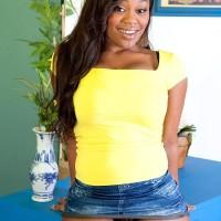 Ebony MILF Nina Rotti reveals her massive ass while seducing her milky lover