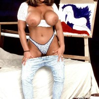Famous MILF porno starlet Tawny Peaks freeing monster funbags outfitted faded denim jeans