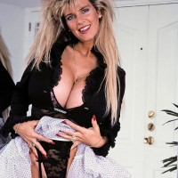 Notorious XXX flick starlet Big-chested Dusty presses her big titties up against a mirror