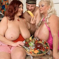 Plus-size ladies Shugar and Peaches LaRue providing long knob oral jobs while eating food