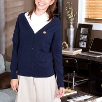 Glasses clad European amateur Cece Capella pulling out small teen juggs and clean-shaven cootchie