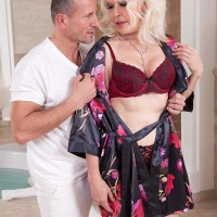Fantastic granny Doll S blows her massagist after rubdown and losing her brassiere