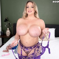 Provocative MILF Holly Wood sets her enhanced boobs loose of a boulder-holders after dirty dancing her ass