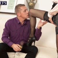 Provocative senior woman Beata gives a ball munching oral pleasure after seducing a junior boy