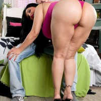 Latina girl Daylene Rio seduces a man with her obese tush and gigantic funbags