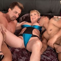 Leggy over 50 blonde MILF Honey Ray fucking TWO studs with big hard-ons in MMF Threeway