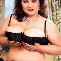 Aged BIG BEAUTIFUL WOMAN Ildiko plays with her giant boobies in fabulous pantyhose during solo action