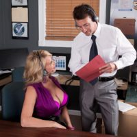 Aged platinum-blonde woman Laura Layne seducing sex from co-worker in her work environment