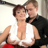Experienced gal Jessica Magnificent lets her big tits dangle while getting nailed by her boy toy