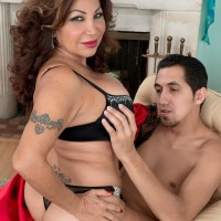 Mature woman Sandra Martines seduces a younger dude in bra and undies combination