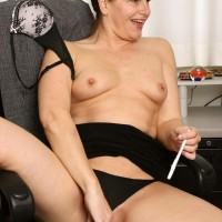 Elder secretary makes her nude modelling debut while at work during solo act