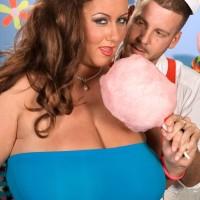Obese girl Rose Valentina masturbating while slurping cotton candy