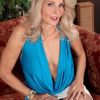 Aged light-haired doll Chery Leigh uncovers her boobs in tan pantyhose for her hubby