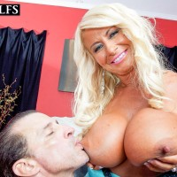Mature ash-blonde lady Annellise Croft boobies bangs a rock-hard dick after having swell nips sucked