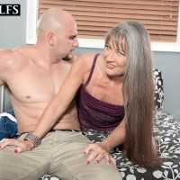 Senior dame Leilani Lei spreading legs for gash tonguing after loosing flat chest