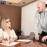 Over 60 lecturer Luna Azul entices a male schoolgirl in her office place
