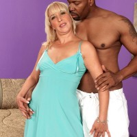 Gorgeous granny Andi Roxxx has her honeypot ate out by her youthful black paramour