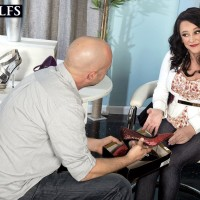 Sexy older dame Lexi Ambrose has her bare feet and hooters played with by a salesman