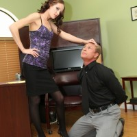 Thin mistress Haily Youthful forces her sissy to his knees before affixing a innocence tool