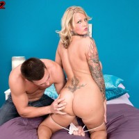 Tattooed light-haired stunner Sabrina Linn pulling out immense funbags for pierced nip sucking